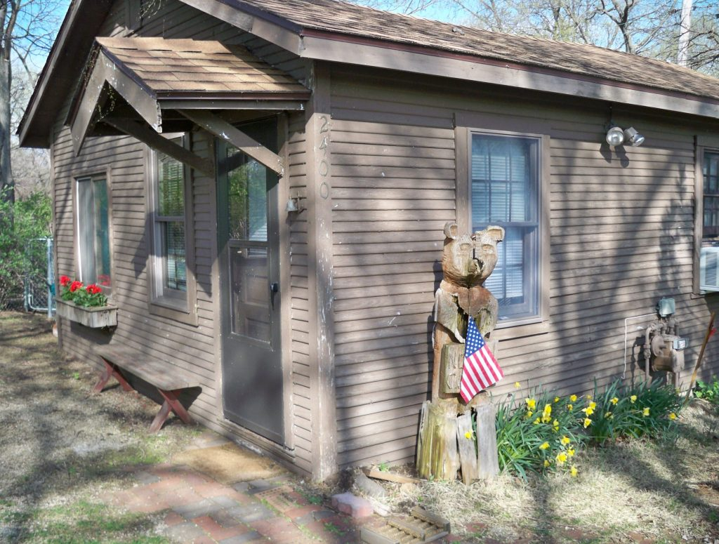Side view of Cabin with Bearjpg